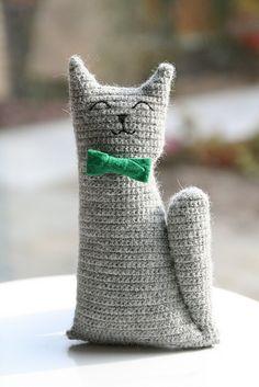 motleycraft-o-rama:  Mr Tibbles the Cat, free pattern by Claudia van K. on Ravelry