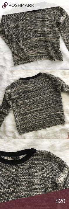 Topshop Grey and Black Crew Neck Sweater Topshop grey and black woven sweater. There is some fuzz coming off of it, but otherwise in very good condition.   ⭐️10% off 2+ bundle  ⭐️Size US 6 ⭐️Smoke free home  ⭐️No stains Topshop Sweaters Crew & Scoop Necks
