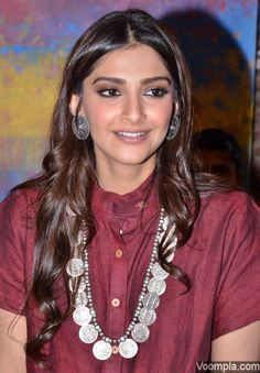 Sonam Kapoor ethnic look coin necklace by Amrapali Jewellery