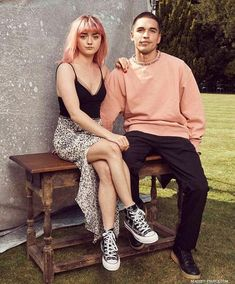 - They're so lovely together,aren't they? American Horror Story Movie, Maisie Williams Sophie Turner, Famous Duos, Bonnie Wright, Laura Marano, Arya Stark, Celebs, Celebrities, Celebrity Crush