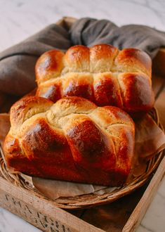 Homemade Brioche takes some time days!), but the results are worth it. Plus, this homemade brioche recipe is sure to impress everyone you make it for. Homemade Brioche, Brioche Recipe, Brioche Bread, Homemade Bagels, Homemade Recipe, Challah, Quick Bread Recipes, Healthy Recipes, Healthy Food