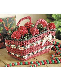 Christmas Basket  Fill this basket with holiday treats!  free pdf from free-crochet.com