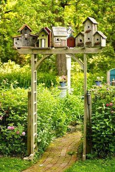 Homemade bird houses - 39 Cheap and Easy DIY Garden Ideas Everyone Can Do – Homemade bird houses Unique Gardens, Rustic Gardens, Amazing Gardens, Vintage Garden Decor, Diy Garden Decor, Garden Decorations, Gate Decoration, Decoration Crafts, Diy Terrasse