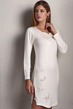 Dámská noční bambusová košilka VERONA v dárkovém balení. Noční košilka VERONA je z příjemného 100% bambusového vlákna v krémové barvě a určitě potěší jako dárek každou dámu, která si potrpí na kvalitě.