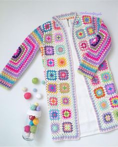 Granny Square Coat with bright edging Crochet Coat, Crochet Jacket, Crochet Cardigan, Love Crochet, Crochet Clothes, Crochet Baby, Crochet Squares, Crochet Stitches, Crochet Patterns