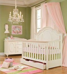 Luxury kinderzimmer einrichten ideen in gr n rosa und wei e m bel babybett schrank bild lampe schmuckst nder