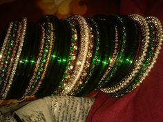 green chuda Bridal Bangles, Bridal Jewelry, Gold Bangles Design, Jewelry Design, Bangle Set, Bangle Bracelets, Chuda Bangles, Bridal Chuda, Gold Mangalsutra