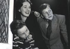 Julie Andrews and her brothers (I think)