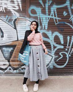 Adorable #dailyhijabstory photo by @atikmaisaro Casual Hijab Outfit, Ootd Hijab, Modern Hijab Fashion, Muslim Fashion, Modest Outfits, Skirt Outfits, Plus Size Fashion, Hijab Tutorial, Fashion Guide