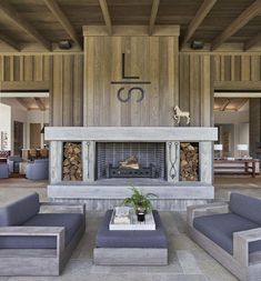 Vertical barn wood siding - board and batten for insets. Dream House Tour: Beautiful Contemporary Ranch House in Napa Valley Beach House Tour, Napa Valley, Valley Ranch, Home Design, Ranch Decor, House With Porch, Contemporary Home Decor, House Goals, Future House