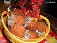 Drobné radosti: 10x rozkošné vianočné koláčiky s plnkou Gingerbread Cookies, Ale, Cereal, Breakfast, Desserts, Food, Gingerbread Cupcakes, Morning Coffee, Tailgate Desserts