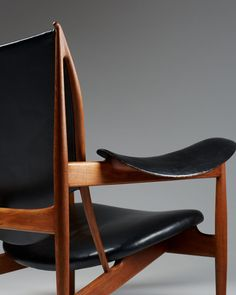 FINN JUHL, Chieftain Chair, 1949. Material teak and leather, manufactured by cabinet maker Niels Vodder, Denmark. / Modernity