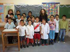 Los niños con la escritora Paula Bombara