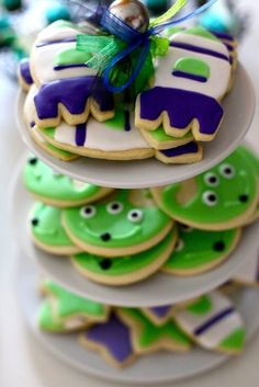Adorable Buzz Lightyear cake for a Toy Story birthday party: Love these alien cookies! Cumple Toy Story, Festa Toy Story, Toy Story Party, Toy Story Birthday, Alien Cake, 4th Birthday Parties, 3rd Birthday, Birthday Ideas, Toy Story Cookies