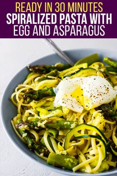 Spiralized pasta with egg and asparagus is a simple, veggie-packed dinner that gets dinner on the table quickly. Top with a perfectly poached egg to complete the meal! #sweetpeasandsaffron #vegetarian #readyin30 #spiralizedpasta #lowcarb Sugar Snap Peas, Green Peas, Asparagus Recipe, Linguine, Poached Eggs, Veggies, Low Carb, Vegetarian, Pasta