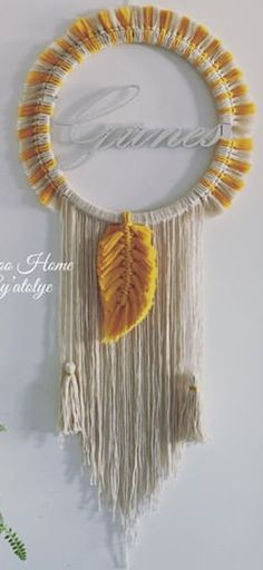 Diy Home Crafts, Diy Arts And Crafts, Diy Craft Projects, Yarn Crafts, Crafts To Make, Sewing Crafts, Macrame Wall Hanging Diy, Macrame Art, Macrame Projects