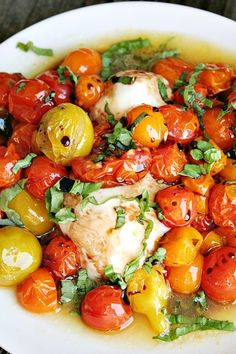 Grilled Fresh Mozzarella with Roasted Tomatoes and Basil - Recipes for Your Garden Tomatoes Vegetable Dishes, Vegetable Recipes, Vegetarian Recipes, Cooking Recipes, Healthy Recipes, Delicious Recipes, Tapas, Antipasto, Green Tomato Recipes