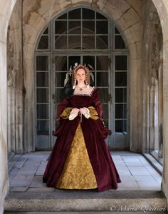 Queen Katherine of Aragon   Costume by Dinah Kirby Necklace   by DBakerJewelry Image by Maria Qualtieri