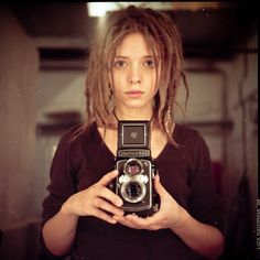 someday, when i have a full set of dreads. Girls With Cameras, Beautiful Dreadlocks, Dreads Girl, Dread Hairstyles, Dream Hair, Portrait Photography, Short Hair Styles, Hair Makeup, Hair Beauty