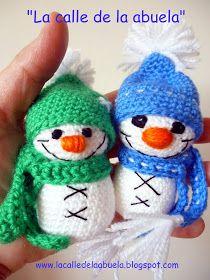 Seguimos aprovechando restos de lanas y en ésta ocasión, como estamos en fechas navideñas, vamos a tejer unos pequeños muñecos de nieve qu...