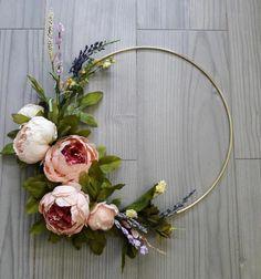 Modern Elegant Peony Wreath Minimalist Gift Home Decor Wedding Decoration Hoop Wreath - Blumenkranz Haare Warm Home Decor, Elegant Home Decor, Elegant Homes, Fleurs Diy, Modern Wreath, Wedding Decorations, Decor Wedding, Wedding Ceremony, Wedding Shoes