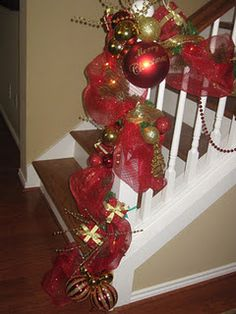 Decorating Mom's Staircase  www.prettifyyourlife.blogspot.com