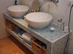 Waschtisch mit Aufsatz-Waschbecken selbstgebaut