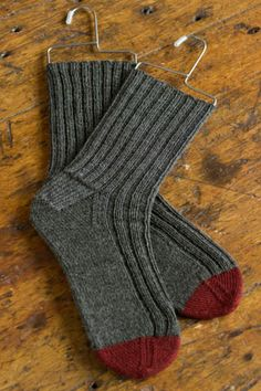 """Churchmouse's """"Basic Socks"""" pattern knit with Berroco's Ultra Alpaca Fine fingering weight yarn. Colors: 1207 Salt & Pepper and 1281 Redwood Mix. Knitting Wool, Knitting Socks, Hand Knitting, Knitting Patterns, Crochet Patterns, Crochet Socks, Knit Or Crochet, Crochet Crafts, Yarn Crafts"""