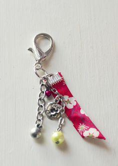http://www.alittlemarket.com/porte-cles/fr_porte_clef_argente_biais_liberty_perles_et_rose_-10976149.html