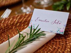 marcación personalizada, plato de ratán, decoracion de mesa, marcacion de puesto