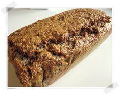 Min trener vil at jeg skal kutte ned på karbohydrater om dagen og heller spise mer fett og proteiner. Jeg er glad i brød og synes det er noe som mangler på morgenkvisten dersom brødet ikke er der. Jeg fikk derfor en oppskrift av henne med ett brød som har ytterst få karbohydrater. Brødet er