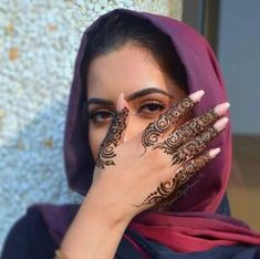Simple henna that can make your nails more pretty - Mehndi - - Henna Hand Designs, Eid Mehndi Designs, Mehndi Designs Finger, Arabic Henna Designs, Modern Mehndi Designs, Bridal Henna Designs, Mehndi Designs For Fingers, Beautiful Henna Designs, Henna Tattoo Designs