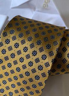Fashion Suits, Men Fashion, Golden Garden, Guy Outfits, Designer Suits For Men, Tie Pattern, Pocket Squares, Bowties, Neckties