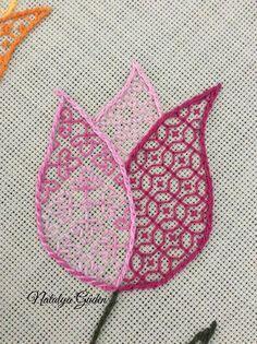 Blackwork Cross Stitch, Blackwork Embroidery, Hand Embroidery Patterns, Embroidery Stitches, Needlepoint Stitches, Needlework, Snitches Get Stitches, Blackwork Patterns, Drawn Thread