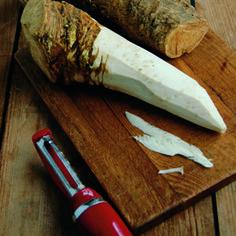 How To Grow and Prepare Horseradish Growing Horseradish, Horseradish Recipes, Homemade Horseradish, Fruit Garden, Vegetable Garden, Organic Gardening Tips, Organic Seeds, Polish Recipes, Gardens