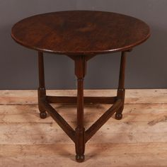 Antique CRICKET TABLES - Antique TABLES - 18th C oak cricket table on a turned leg, lovely colour. 1790.