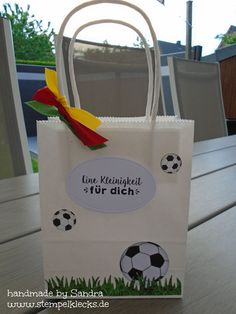 Stempelklecks - Stempeln, Stanzen und Basteln mit Stampin' Up! - Soccer Party, Paper Shopping Bag, Stampin Up, Great Gifts, Reusable Tote Bags, Leo, Crafts, Football, Sport