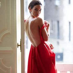 lily aldridge in carolina herrera Lilly Aldridge, Carolina Herrera, Strapless Dress Formal, Prom Dresses, Formal Dresses, Pictures Of Lily, Boho, Mannequins, Lady