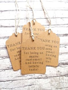 50 Kraft Paper Thank You Gift Tags / Hang Tags - Because Buying Handmade is AWESOME - Kraft Paper // Scallop Style Tags. Craft Fair Displays, Market Displays, Retail Displays, Merchandising Displays, Cadeau Client, Mein Café, Kraft Paper Wedding, Craft Stalls, Craft Show Ideas