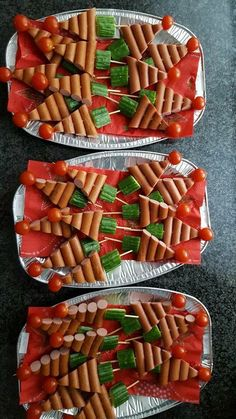 105 Christmas Tree Shaped Food Ideas that are too cute to be eaten - Hike n Dip - - Here are over 100 Christmas tree shaped food ideas. These Christmas recipes include snacks, appetizer dinner & desserts.Check out these Christmas food ideas. Christmas Party Food, Xmas Food, Christmas Appetizers, Christmas Cooking, Christmas Desserts, Christmas Christmas, Healthy Christmas Treats, Christmas Dinners, Christmas Brunch