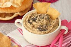 Hummus de lentejas con papadums http://www.cocinillas.es/2015/05/receta-de-hummus-de-lentejas/