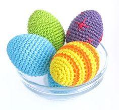Вязаные пасхальные яйцаот Kristi Tullus станут отличным подарком или украшением интерьера к Пасхе. Можно приделать ленточки к ним - п...