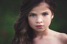 kislány nagy kék szeme