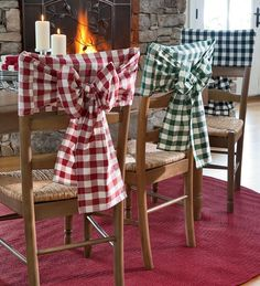 LOVE GINGHAM..looks like dish towels folded lengthwise in half then tied in bow. Hmmmm how many?lol