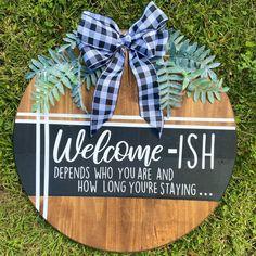 Funny Door Signs, Welcome Door Signs, Diy Signs, Funny Welcome Signs, Wood Pallet Signs, Wooden Signs, Wood Pallets, Vinyl Projects, Craft Projects