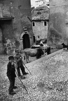 Henri Cartier-Bresso, Scanno, Abruzzo, Italy, 1951
