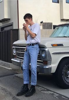 Ƴunus Emre The post Ƴunus Emre appeared first on Blue Jeans. Light Blue Jeans Outfit, Blue Jean Outfits, Vintage Outfits, Retro Outfits, Mode Man, Style Masculin, Stylish Mens Outfits, Summer Outfits Men, Stylish Clothes