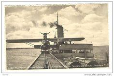 """Hidroavión Dornier Wal en la catapulta del buque alemán """"Westfalen"""" en espera de ser lanzado para transportar el correo"""