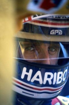 Race face … Alain Prost, ELF Renault 1983 World Championship Alain Prost, Band On The Run, Racing Helmets, F1 Racing, Helmet Design, F1 Drivers, Car And Driver, Formula One, Courses