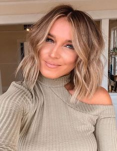 Elegant Medium Blonde Hair Trends for 2020 Medium Blonde Hair, Medium Hair Cuts, Medium Hair Styles, Long Hair Styles, Hairstyles Haircuts, Wedding Hairstyles, Wedding Hair Half, Inspirational Celebrities, Edgy Look